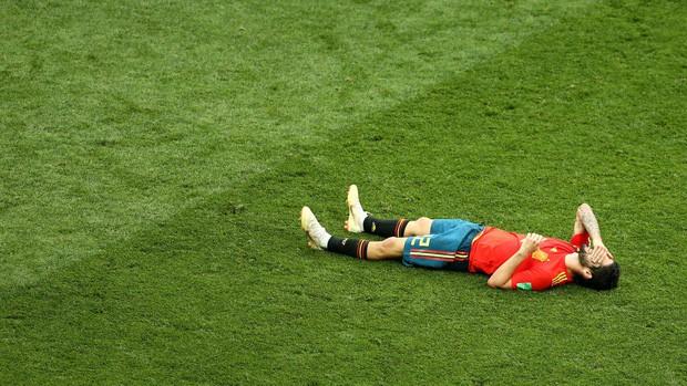 Dàn sao Tây Ban Nha sụp đổ, bật khóc tức tưởi sau khi chia tay World Cup 2018 - Ảnh 2.