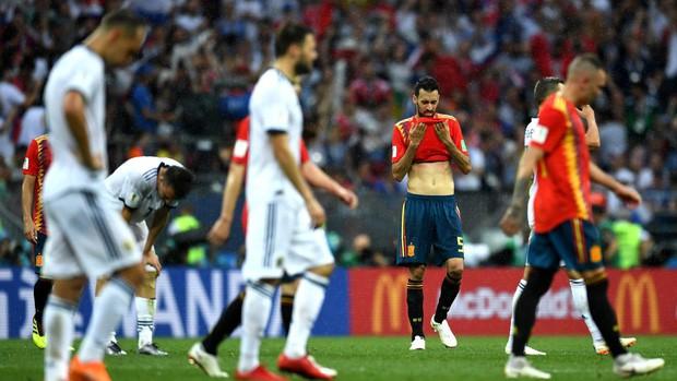 Dàn sao Tây Ban Nha sụp đổ, bật khóc tức tưởi sau khi chia tay World Cup 2018 - Ảnh 3.