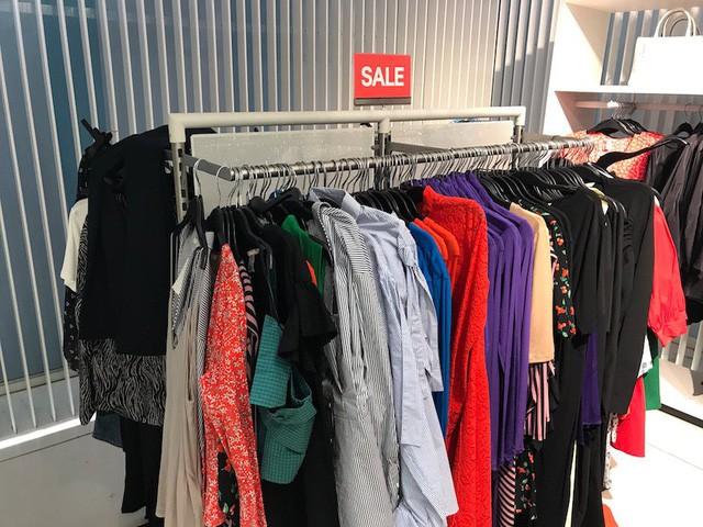 Chiến lược đặc biệt này giúp Zara tăng trưởng mạnh mẽ, khi đối thủ H&M đang chết chìm trong núi quần áo ế lên tới 4 tỷ USD - Ảnh 4.