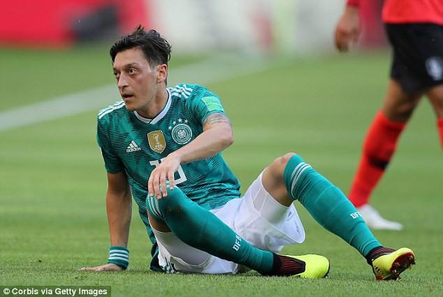 Phẫn nộ vì bị ngược đãi, nhà vô địch World Cup từ giã ĐT sau tâm thư tiết lộ nhiều góc tối - Ảnh 3.