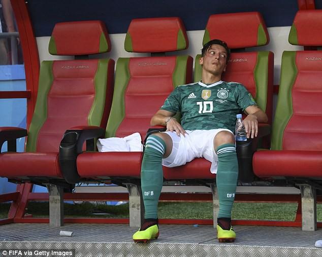 Phẫn nộ vì bị ngược đãi, nhà vô địch World Cup từ giã ĐT sau tâm thư tiết lộ nhiều góc tối - Ảnh 4.
