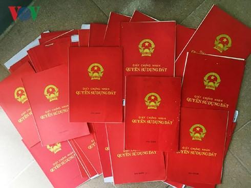 Người dân Quảng Ngãi bức xúc vì hàng trăm sổ đỏ vẫn còn nằm trong kho - Ảnh 1.
