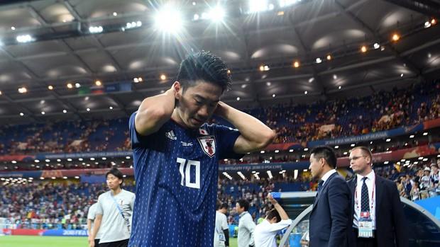 Xúc động cảnh cầu thủ Nhật Bản vừa khóc vừa cúi đầu cảm ơn khán giả - Ảnh 4.