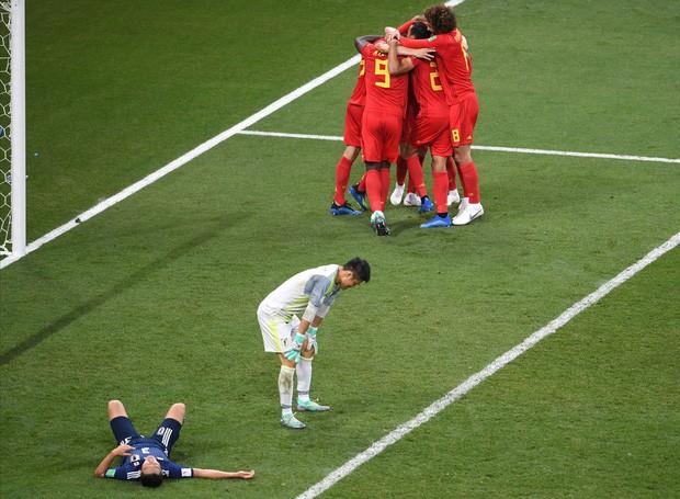 Xúc động cảnh cầu thủ Nhật Bản vừa khóc vừa cúi đầu cảm ơn khán giả - Ảnh 6.