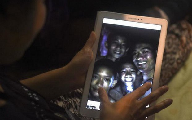 Đội bóng thiếu niên Thái Lan đã sống sót trong hang suốt 9 ngày mắc kẹt bằng cách nào?