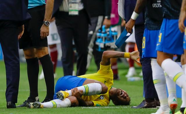[World Cup 2018] Theo thống kê, Neymar đã nằm ăn vạ tổng cộng 13 phút 50 giây trên sân từ đầu giải đến nay - Ảnh 2.