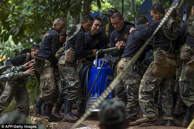 Giải cứu đội bóng Thái Lan: Lượng oxy trong hang Tham Luang hạ xuống mức nguy hiểm - Ảnh 2.