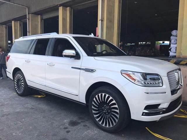 Đại gia Việt đầu tiên tậu hàng khủng Lincoln Navigator L Black Label 2018 - Ảnh 4.