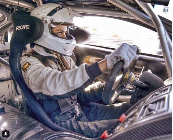 Hoa mắt với câu lạc bộ các quý cô chơi siêu xe ở Dubai: Cuộc sống quá ngắn để lái một chiếc xe nhàm chán - Ảnh 5.