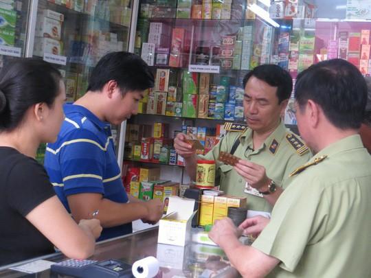 TP HCM: Ra quân dẹp loạn mỹ phẩm, thực phẩm chức năng dỏm - Ảnh 1.