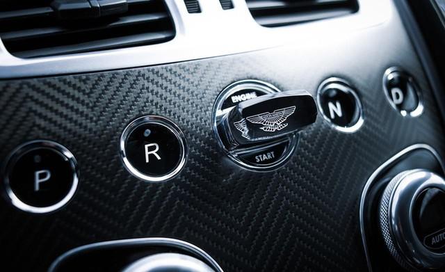 Chìa khóa bằng lam ngọc của Aston Martin - Cách chơi trội của giới nhà giàu 10 năm trước - Ảnh 3.