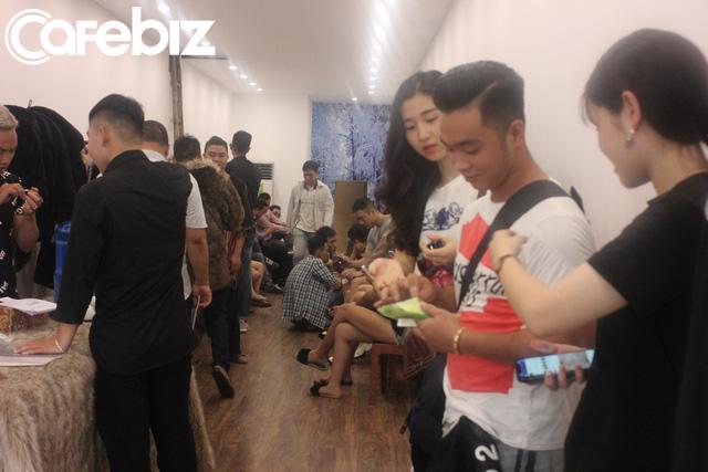 3 sinh viên ĐH Kiến trúc bỏ cả tỷ đồng mở Ice Coffee: Quán -10 độ C nên khách chỉ ngồi được 15 phút rồi ra, đón 1.000 khách/ngày cuối tuần khi Hà Nội nóng đỉnh điểm - Ảnh 5.