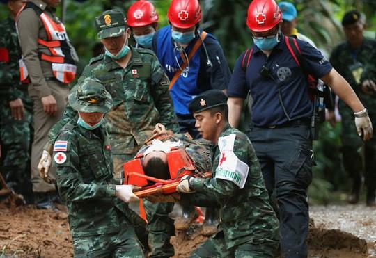Thái Lan: Rục rịchgiải cứu đội bóng mắc kẹt, sẽ đưa 4 em ra trước - Ảnh 1.