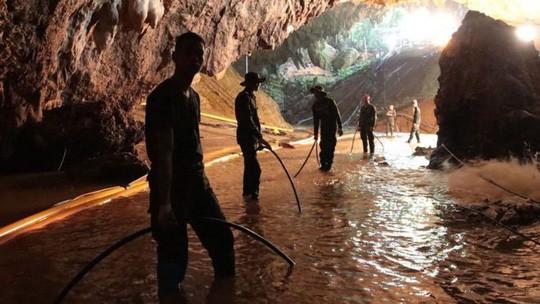 Thái Lan: Rục rịchgiải cứu đội bóng mắc kẹt, sẽ đưa 4 em ra trước - Ảnh 2.