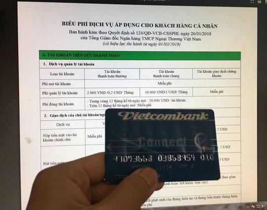 Vietcombank lại tăng phí rút tiền ATM từ 15-7 - Ảnh 1.