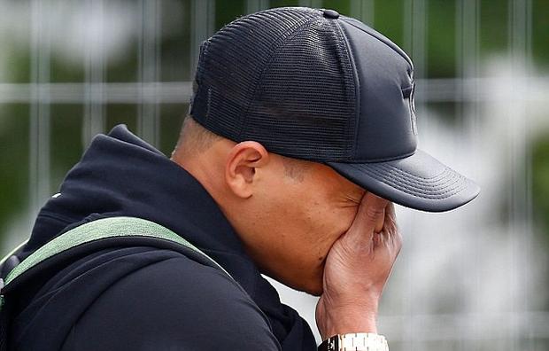 Neymar cúi mặt, lảng tránh truyền thông ngày về nước - Ảnh 5.