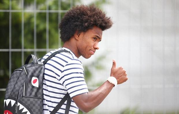 Neymar cúi mặt, lảng tránh truyền thông ngày về nước - Ảnh 8.