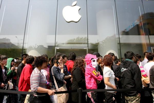 Marketing bỏ đói: Chiến lược rò rỉ có kiểm soát' của Apple, tung tin sai lệch cho cả nhân viên, khiến khách hàng muốn bỏ cũng không được - Ảnh 2.