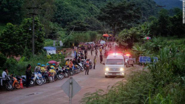 Những trở ngại trong đợt 2 giải cứu đội bóng Thái Lan kẹt trong hang - Ảnh 1.