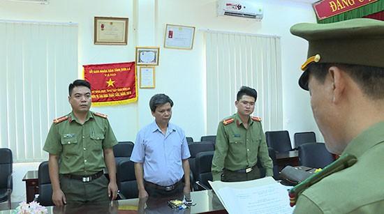 Công an khám nhà Phó Giám đốc Sở Giáo dục và Đào tạo tỉnh Sơn La - Ảnh 3.