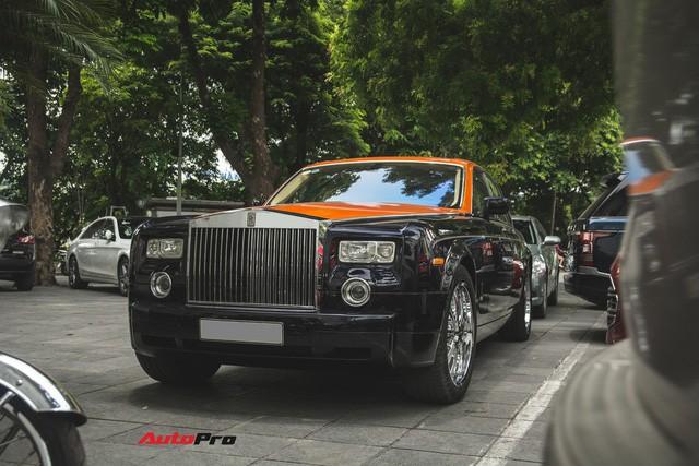 Chiếc Rolls-Royce Phantom tại Hà Nội đổi màu nhanh như tắc kè: Vừa hết tím mộng mơ lại đến cam cá tính - Ảnh 1.