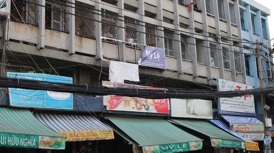 Hiểm họa chết người từ những bảng quảng cáo ngoài trời tại TP HCM - Ảnh 5.