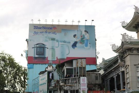 Hiểm họa chết người từ những bảng quảng cáo ngoài trời tại TP HCM - Ảnh 10.