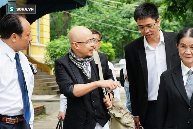 Người phụ nữ kín tiếng cạnh ông Đặng Lê Nguyên Vũ trong vụ ly hôn nghìn tỷ - Ảnh 2.