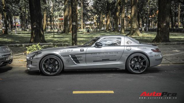 Sau hành trình xuyên Việt, bộ 3 siêu xe Mercedes-Benz SLS AMG đặc biệt của ông chủ cà phê Trung Nguyên lại tham gia minishow tại Sài Gòn - Ảnh 1.