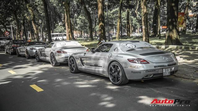 Sau hành trình xuyên Việt, bộ 3 siêu xe Mercedes-Benz SLS AMG đặc biệt của ông chủ cà phê Trung Nguyên lại tham gia minishow tại Sài Gòn - Ảnh 2.