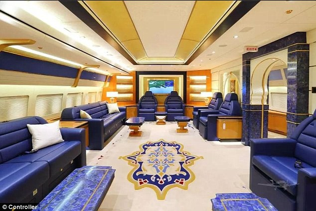 Cận cảnh siêu phi cơ dát vàng, 10 phòng tắm của Hoàng gia Qatar đang được rao bán 650 triệu USD - Ảnh 2.