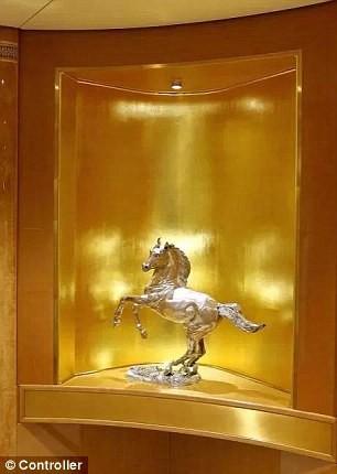 Cận cảnh siêu phi cơ dát vàng, 10 phòng tắm của Hoàng gia Qatar đang được rao bán 650 triệu USD - Ảnh 6.