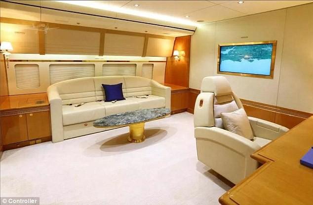Cận cảnh siêu phi cơ dát vàng, 10 phòng tắm của Hoàng gia Qatar đang được rao bán 650 triệu USD - Ảnh 8.