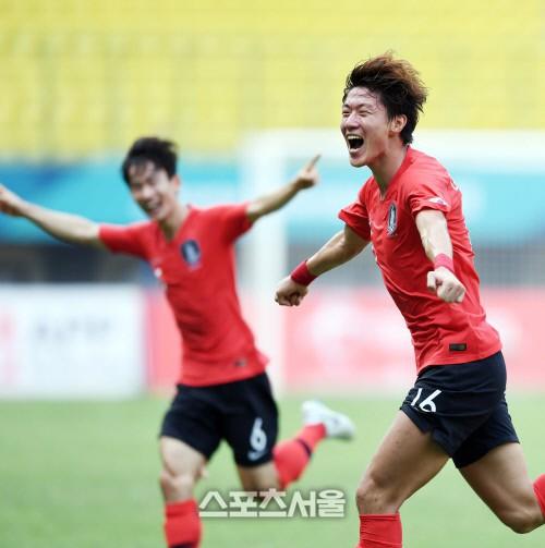 Olympic Hàn Quốc tiến vào bán kết ASIAD 2018 sau chiến thắng nghẹt thở trước Uzbekistan - Ảnh 2.