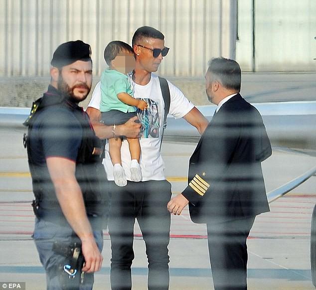Ronaldo và bạn gái Georgina bỏ theo dõi Instagram của Real Madrid - Ảnh 3.
