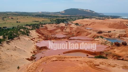 Flycam: Mỏ khai thác titan băm nát bãi biển Bình Thuận - Ảnh 2.