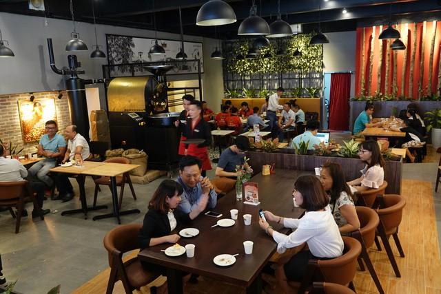 King Coffee của bà Lê Hoàng Diệp Thảo tấn công thị trường TP.HCM: Tuyên bố mở 1.000 cửa hàng, mục tiêu top 3 thương hiệu cà phê lớn nhất Việt Nam - Ảnh 1.