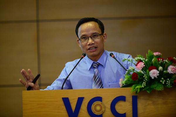 Ông Vũ Tiến Lộc: Vui vì vốn cho DNNVV chuyển từ may sẵn sang may đo - Ảnh 2.