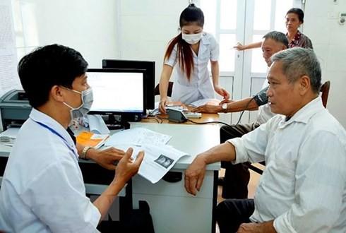 Bệnh viện làm gì sau quy định 1 bàn chỉ khám 65 bệnh nhân/ngày? - Ảnh 1.