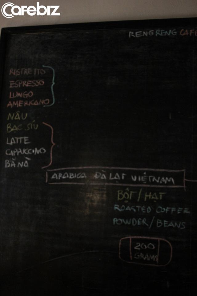 Triết lý kinh doanh lạ đời của ông chủ Reng Reng Café: Quán chỉ bán cà phê, không nước lọc, không nhà vệ sinh, không wifi, cứ đúng 3 giờ chiều là đóng cửa không tiếp khách - Ảnh 12.