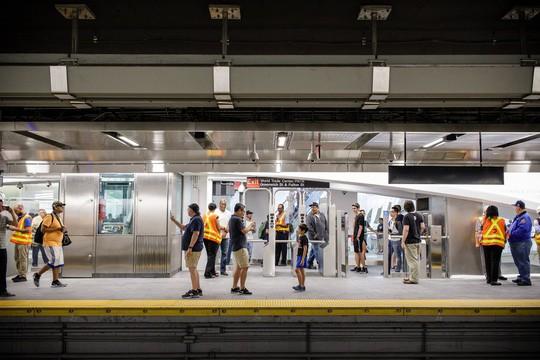 Mỹ mở lại nhà ga bị chôn vùi trong vụ 11-9 - Ảnh 1.
