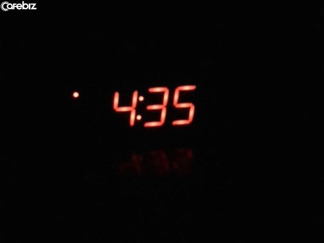 30 ngày thử thách dậy sớm 4h30 sáng giống người thành công: Tôi chẳng làm được việc gì nên hồn, thậm chí mệt mỏi hơn - Ảnh 1.