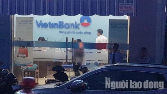 Công an Tiền Giang tung lực lượng truy bắt tên cướp ngân hàng - Ảnh 1.