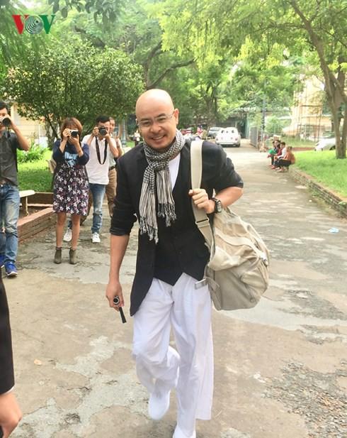 Ông Đặng Lê Nguyên Vũ đến tòa hòa giải ly hôn lần 3 - Ảnh 1.