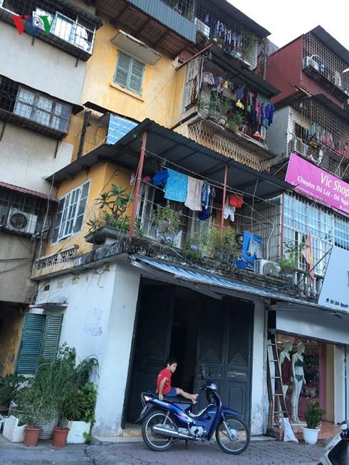 """Người dân Hà Nội vẫn """"cố thủ"""" trong các chung cư chờ sập - Ảnh 5."""