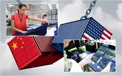 Hàng điện tử và dệt may Việt Nam thêm cơ hội từ chiến tranh thương mại - Ảnh 1.