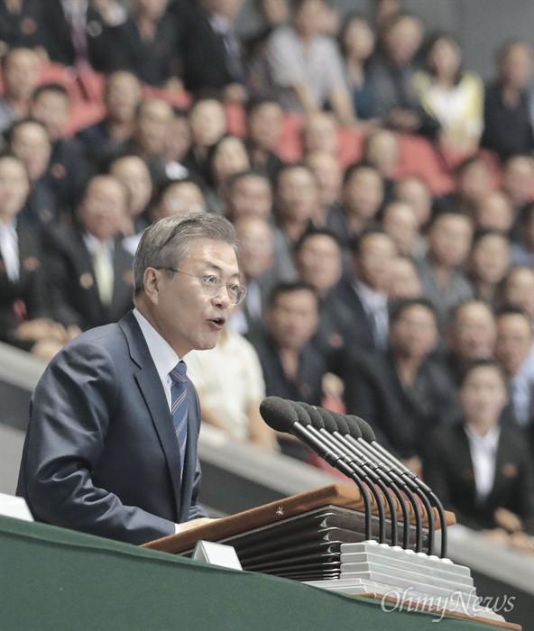 Chùm ảnh lịch sử: Khi Tổng thống Hàn Quốc phát biểu trước hàng trăm nghìn người dân Triều Tiên - Ảnh 6.