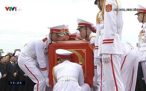 Chủ tịch nước Trần Đại Quang trở về đất mẹ - Ảnh 18.