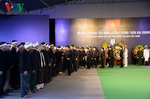 Trực tiếp: Đưa linh cữu Chủ tịch nước Trần Đại Quang về quê nhà - Ảnh 14.