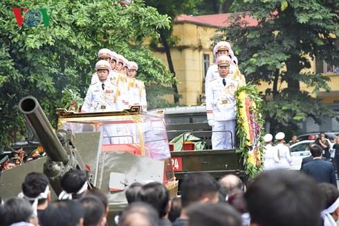 Trực tiếp: Đưa linh cữu Chủ tịch nước Trần Đại Quang về quê nhà - Ảnh 17.